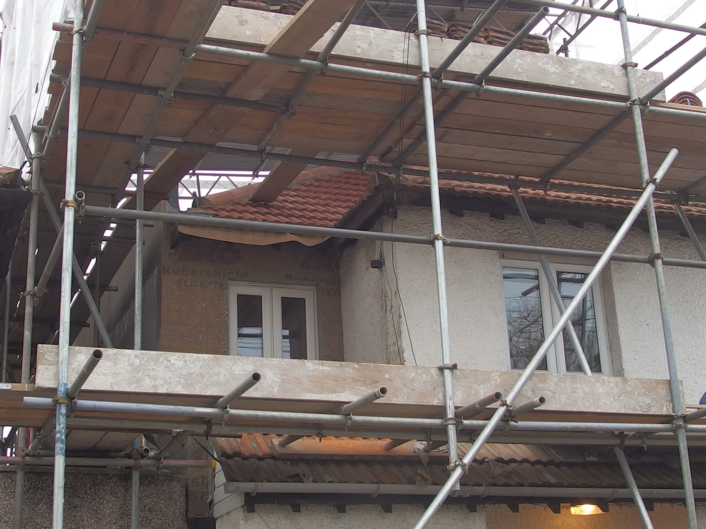 Side extension, with scaffolding